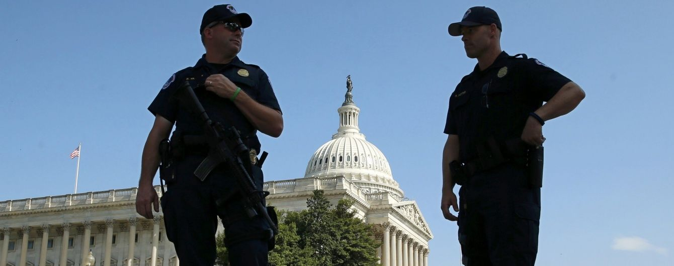 У Вашингтоні біля Капітолію стріляли в поліцейських