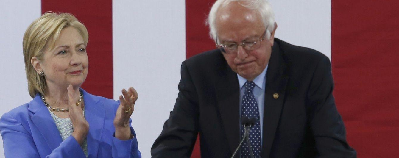 У США внутрішньопартійний конкурент Клінтон вперше заявив, що підтримає її на виборах
