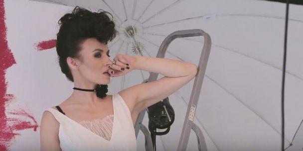 Дорофєєва у кросівках та Мейхер на драбині знову приміряли весільні сукні