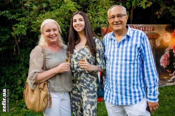 Лорак із родиною та Ліхута без Повалій повеселилися на дні народження доньки Бережної