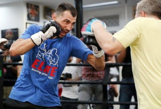 """Український боксер Постол готується знищити американського """"мисливця"""""""