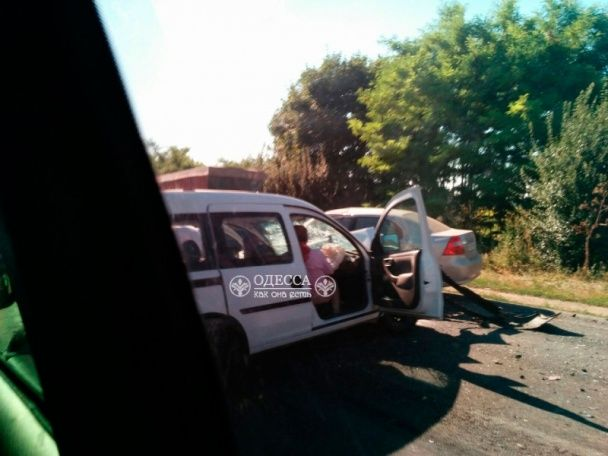Масштабна ДТП під Одесою: легковик протаранив маршрутку, постраждали понад 10 людей