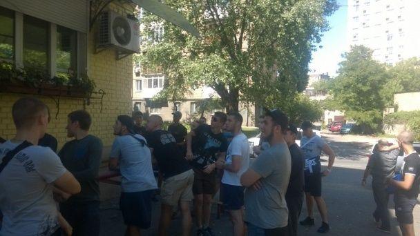 """""""Азов"""" зірвав прес-конференцію Симоненка у Києві"""
