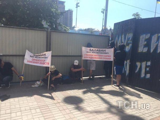Під час демонтажу біля Будинку профспілок влаштували побоїще