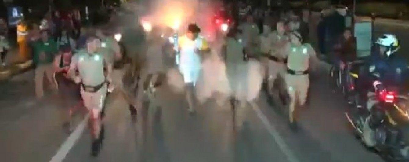У Бразилії хуліган намагався загасити Олімпійський вогонь вогнегасником