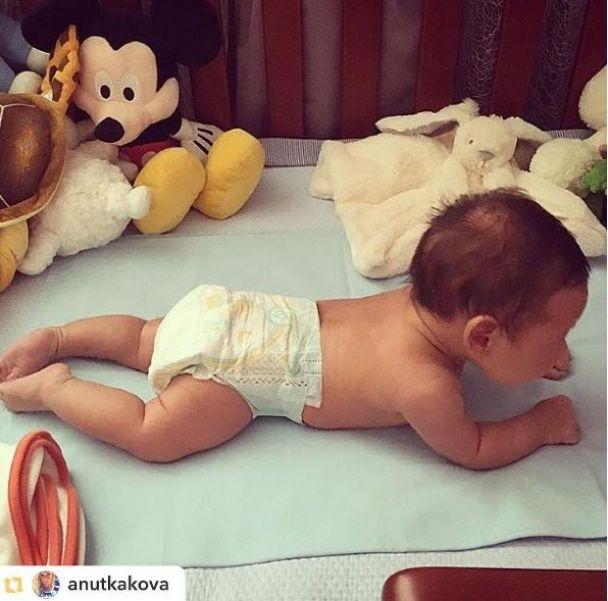 Яна Клочкова зворушила підписників світлинами із немовлям