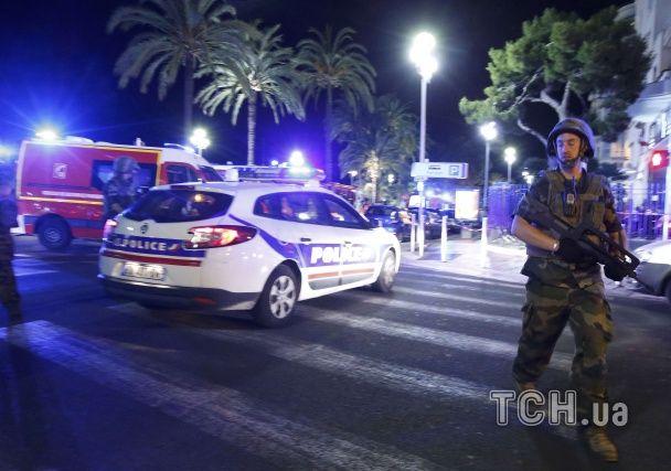 Паніка і людські тіла усюди: з'явилися фото і відео з місця теракту у Ніцці