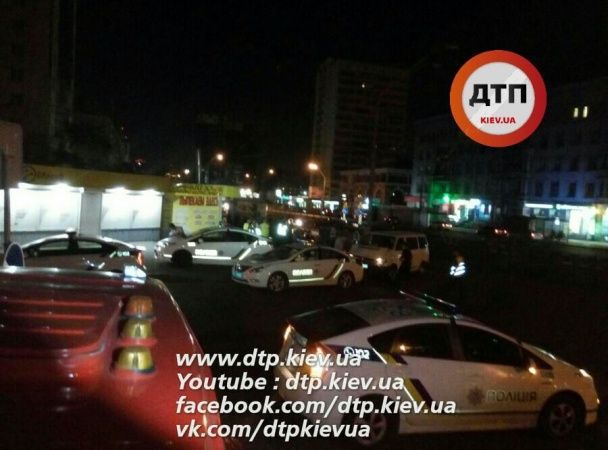 У Києві п'яний водій на Hyundai припаркувався у підземному переході