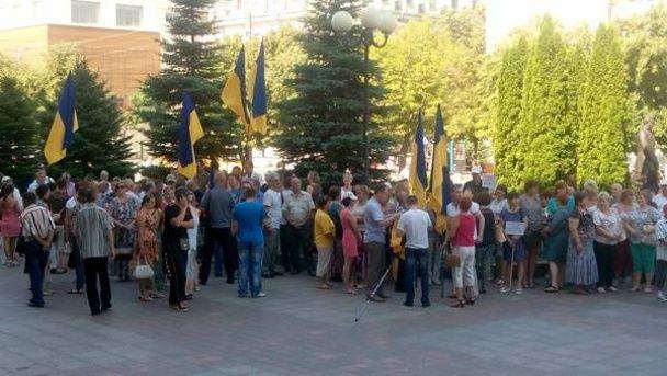 У Кропивницькому сотні людей вийшли на вулиці через нову назву міста