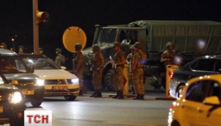 Военный переворот в Турции: солдаты перекрыли движение на мостах через пролив Босфор
