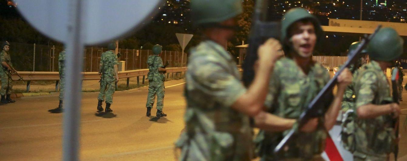 Головнокомандувача турецьких ВПС взяли у заручники просто під час весілля