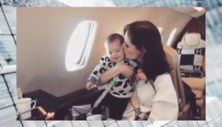 Канадська супермодель Коко Роша змалечку привчає доньку до авіаперельотів