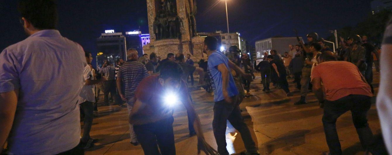 На будівлю парламенту Туреччини скинули бомбу