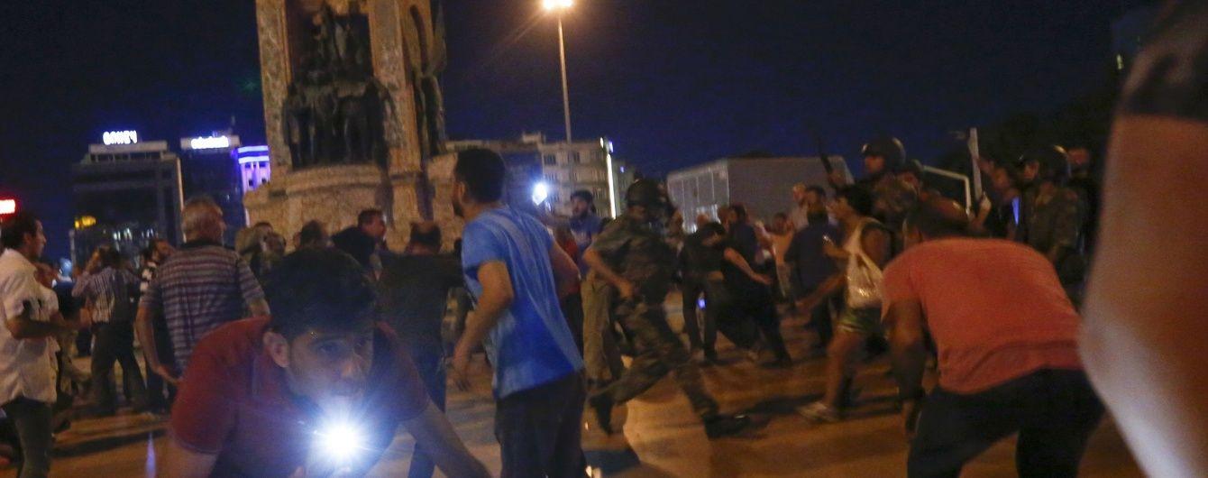 """""""Збирайте майдан в ім'я Аллаха"""". У Стамбулі на вулиці людей кличе імам"""