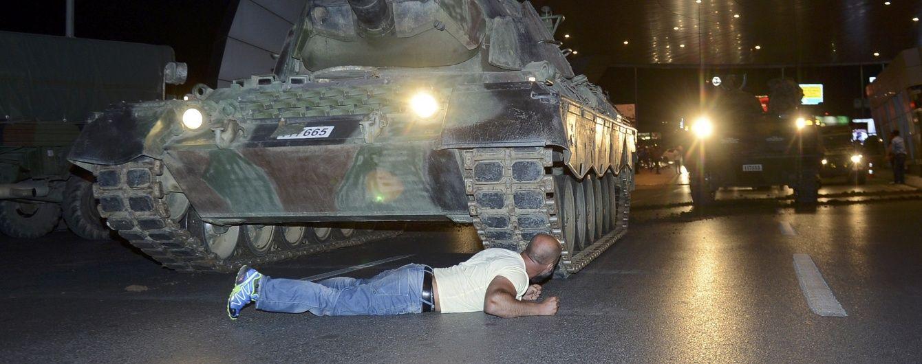 Спроби військового перевороту придушені - губернатор Стамбула