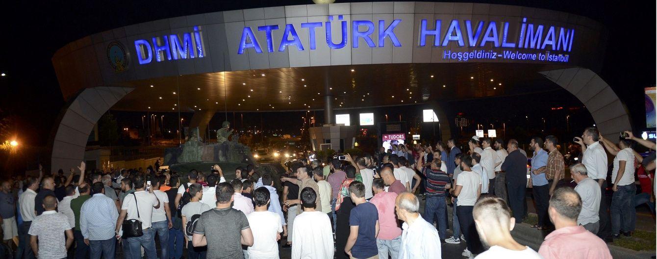 Аеропорт в Стамбулі відновлює роботу в звичайному режимі