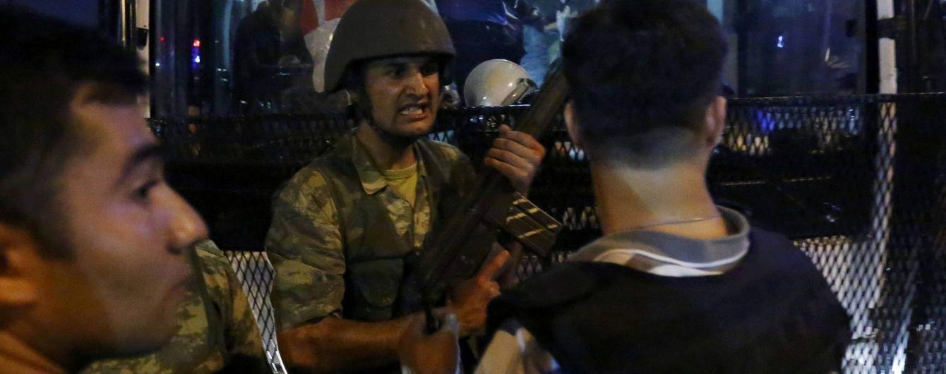 Заколотники захопили фрегат і взяли в заручники командувача ВМС Туреччини – Reuters