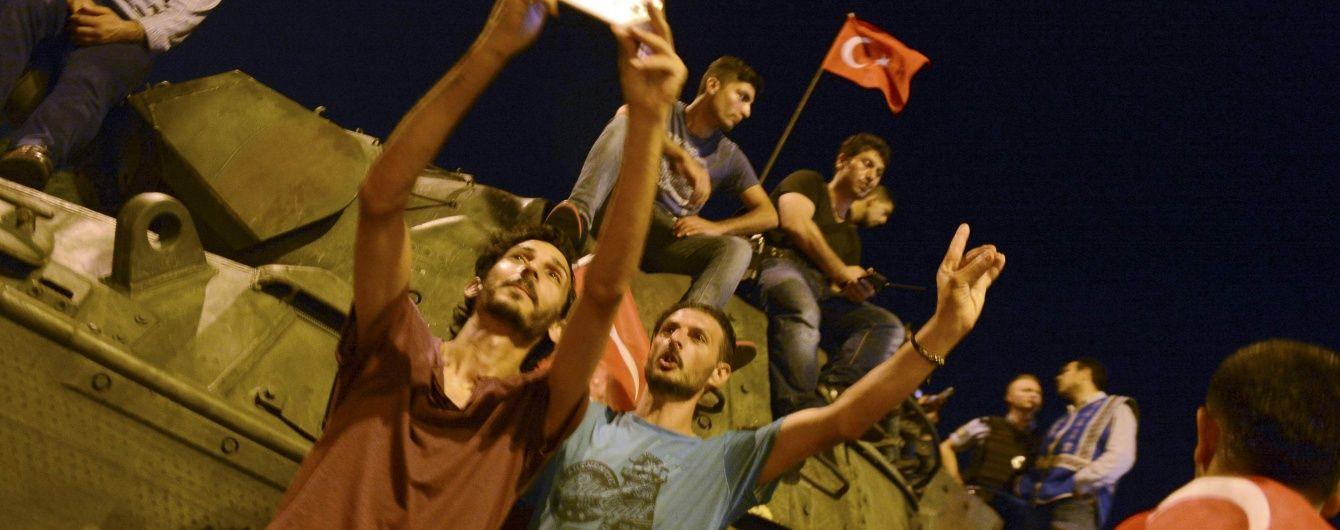 Лояльні Ердогану війська захопили Генштаб