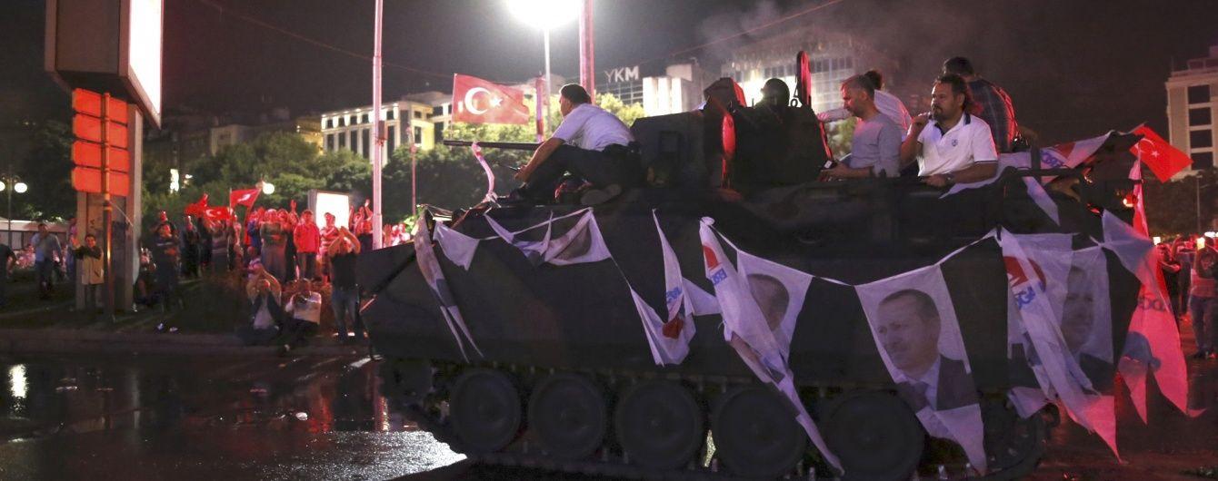 У Туреччині заарештували півтори тисячі військових заколотників