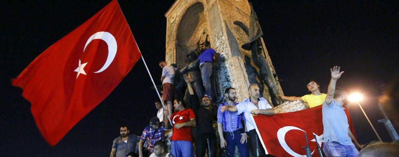 Страчені посадовці й тисячі засуджених. Як останні 60 років відбувалися держперевороти в Туреччині