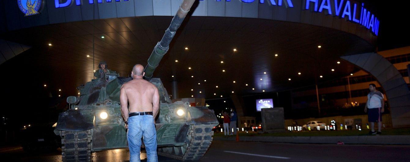 Стало відомо ім'я турка, який кидався під танки під час спроби путчу
