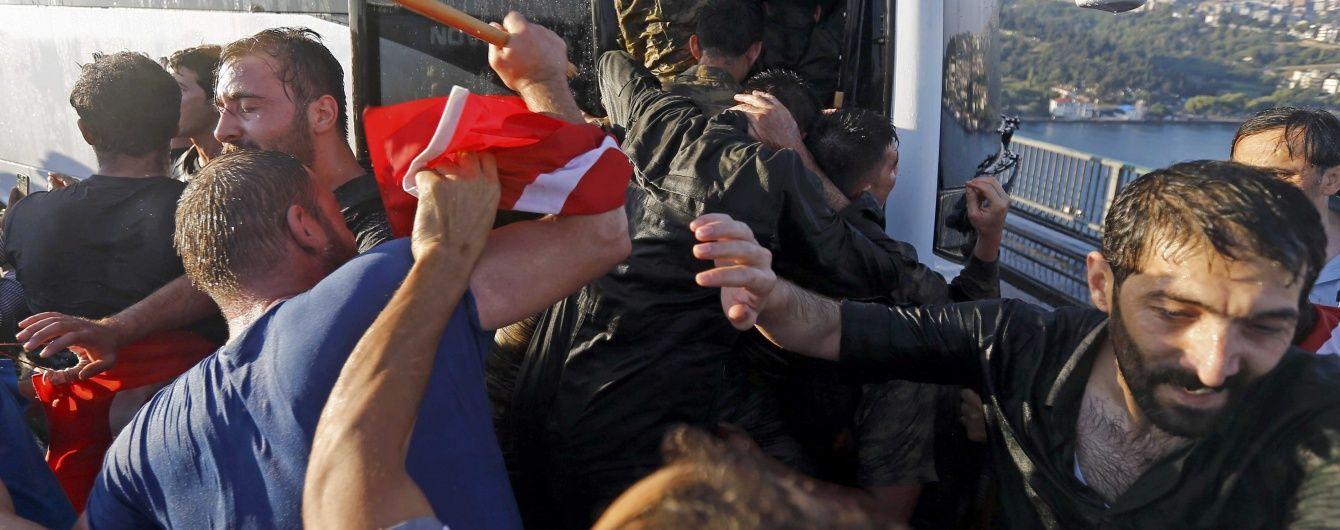 У Стамбулі натовп публічно обезголовив одного з повстанців – ЗМІ