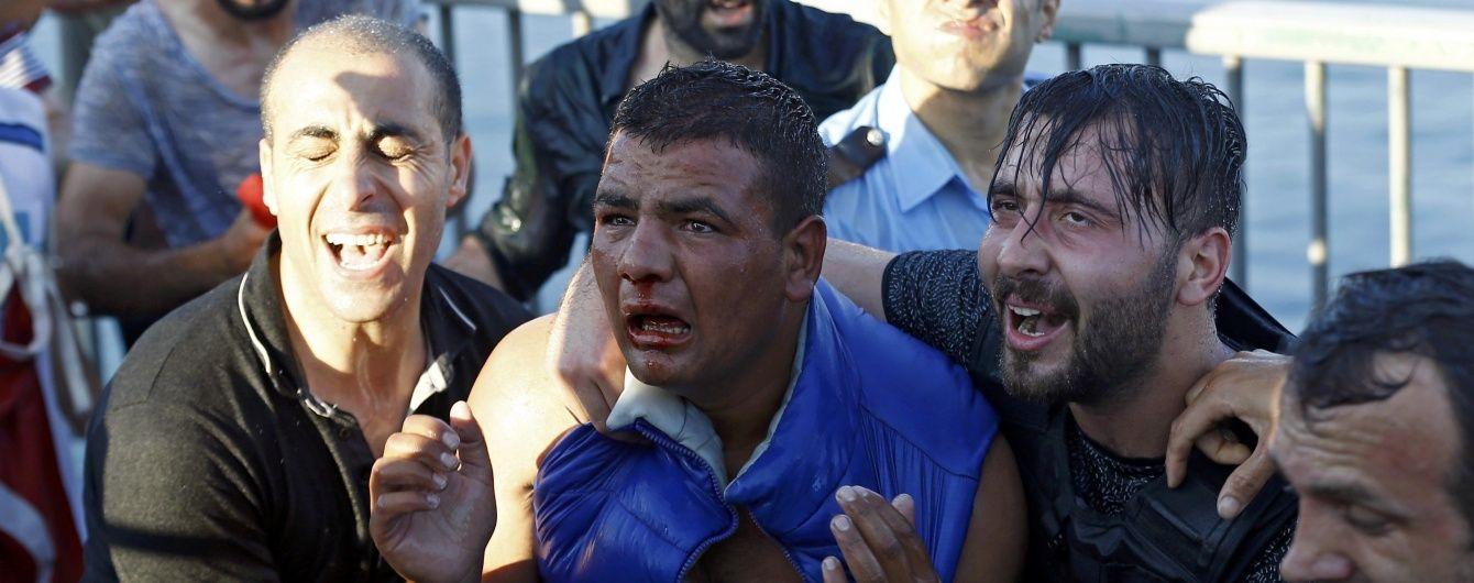 У Туреччині звільнені всі захоплені заколотниками офіцери