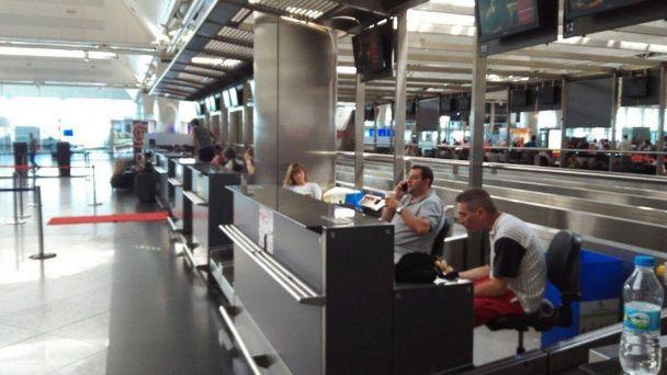"""Мовчання та очікування. Очевидець розповіла про ситуацію у стамбульському аеропорту """"Ататюрк"""""""