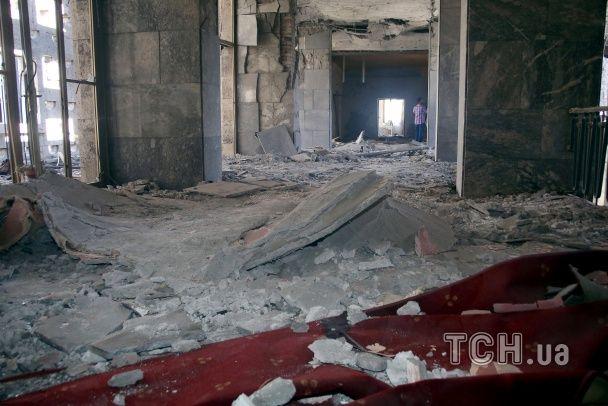 Обвалена стеля та розтрощений кабінет прем'єра: як виглядає парламент Туреччини після авіаудару
