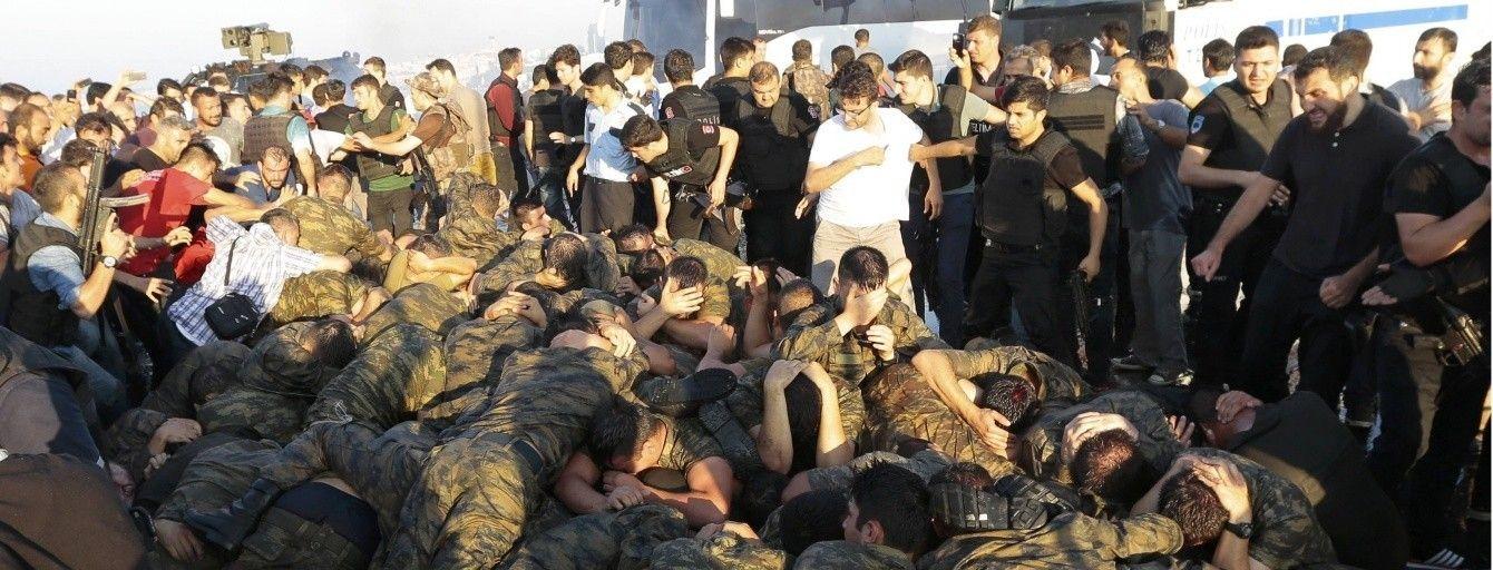 Невдала спроба військового перевороту в Туреччині: головні новини за день