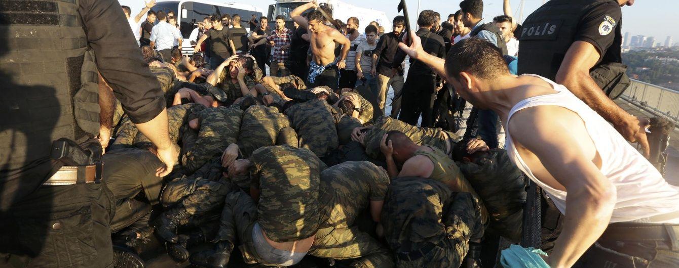 Влада Туреччини заявляє про повне відновлення контролю в країні – Reuters