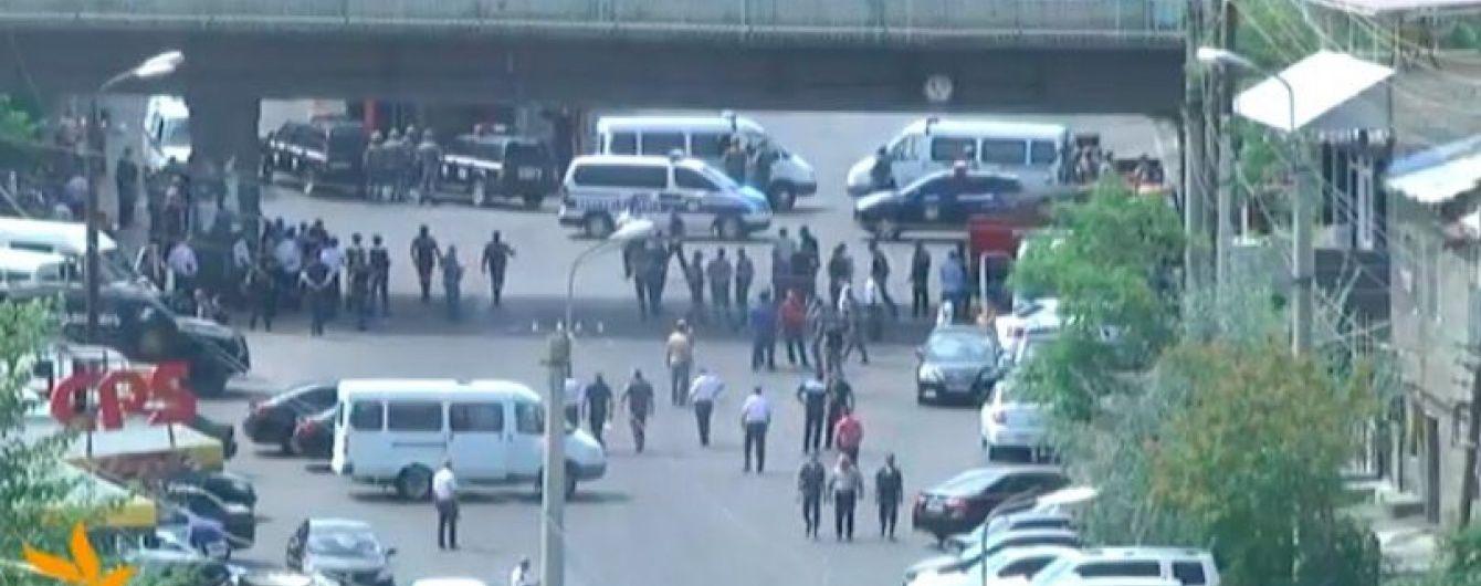 З'явилося відео із захоплення поліцейської дільниці в Єревані, зняте загарбниками