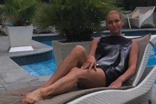 Оголена Волочкова обмазалася цілющою багнюкою в Криму