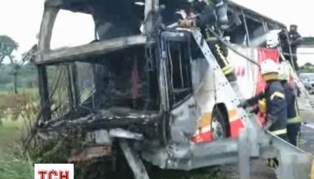 В Тайване взорвался туристический автобус с пассажирами