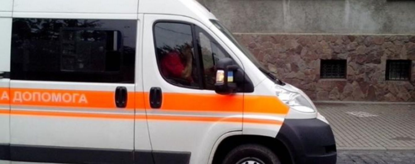 У Львові мікроавтобус наїхав на пішоходів на тротуарі, постраждали діти