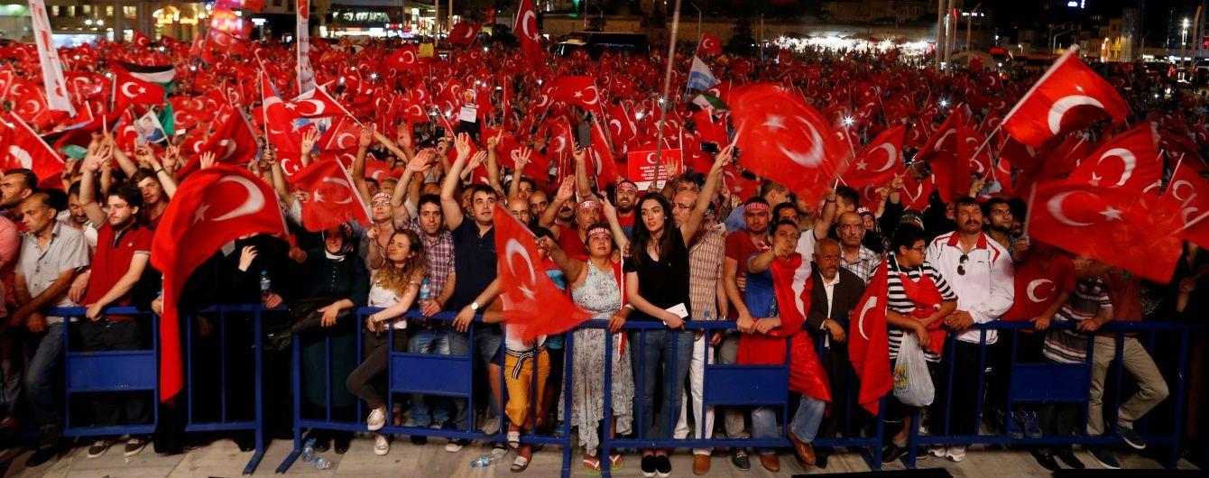 В Турции отстранили от работы почти 13 тысяч полицейских