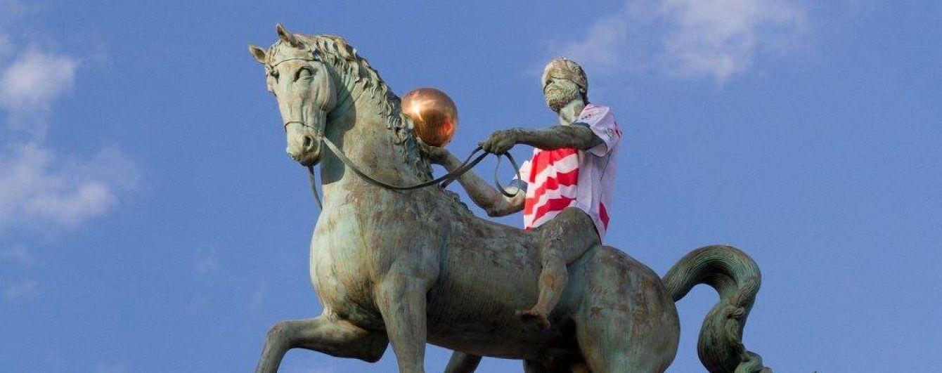 Іспанський футбольний клуб презентував нову форму на пам'ятниках