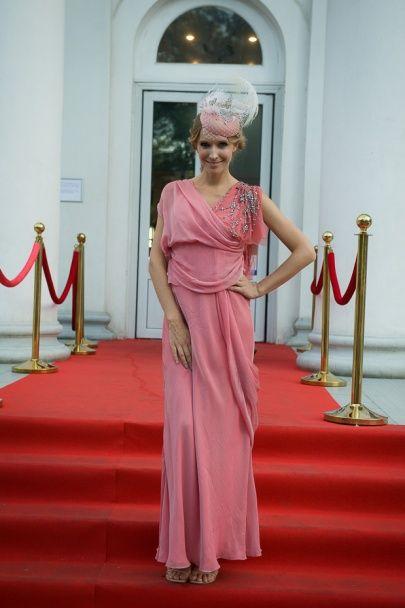 """Осадча в ніжно-рожевій сукні представила фільм Вуді Аллена """"Світське життя"""" в Одесі"""