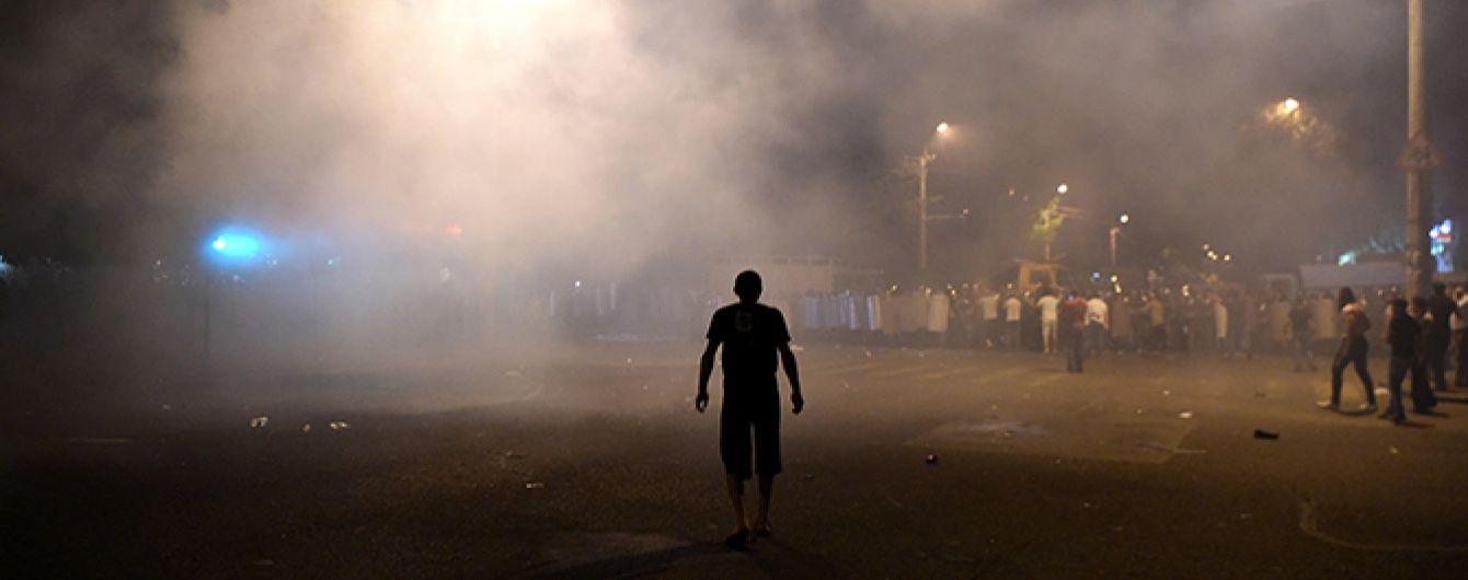 У Єревані мітингувальники споруджують барикади. Онлайн-трансляція