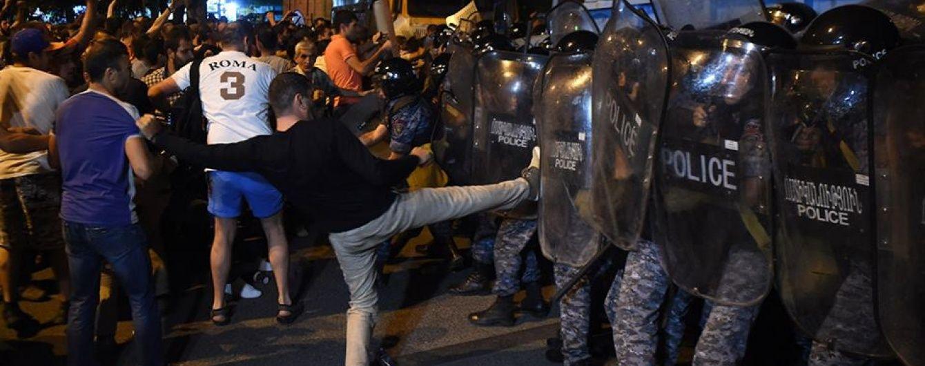 У Єревані зросла кількість постраждалих унаслідок сутичок із поліцією