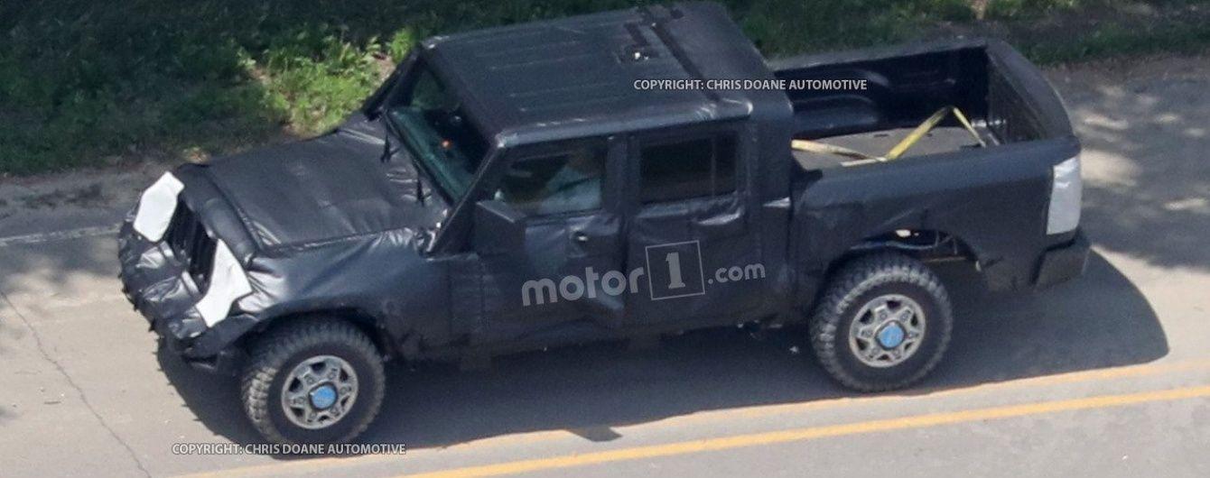 В Сети появились фото пикапа Jeep Wrangler