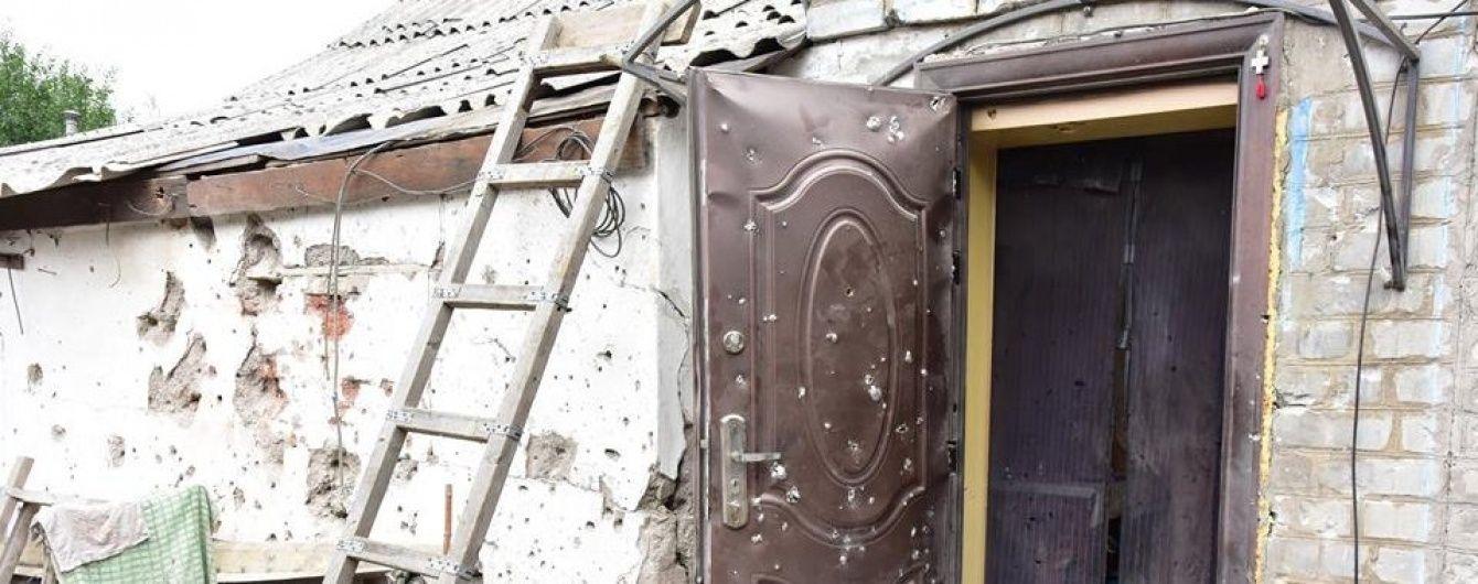 Бойовики з гранатометів обстріляли Станицю Луганську: поранений військовий
