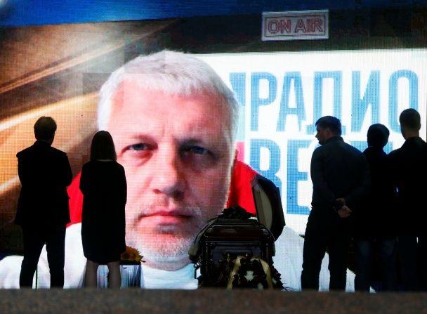 """У Києві під вигуки """"герої не вмирають"""" проводили Шеремета в останню путь"""