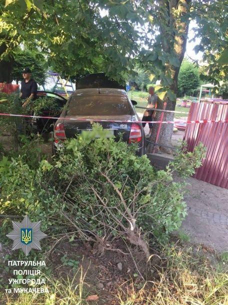 В Ужгороді п'яний ДПСник в'їхав у дитсадок, втікаючи від патрульних