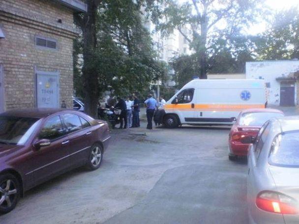 У Києві невідомі жорстоко побили чоловіка і відібрали сумку із понад 100 тисячами доларів