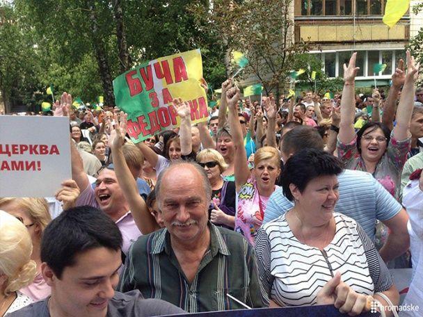 Під стінами ГПУ зібралися два мітинги через скандальних мерів Ірпеня і Бучі