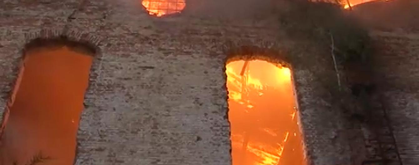 На Львівщині спалахнув цукровий завод