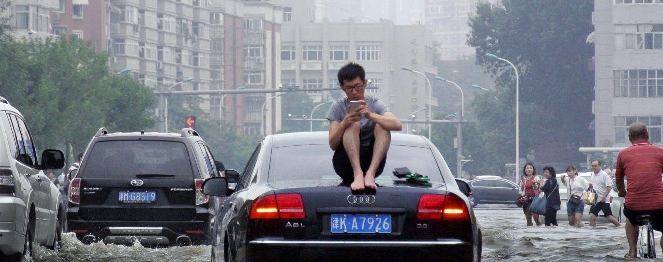 У Китаї кількість жертв масштабних повеней перевалила за півтори сотні