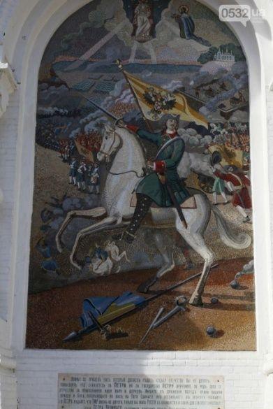 У Полтаві церкву УПЦ МП прикрасили двоголовим орлом і Петром І,