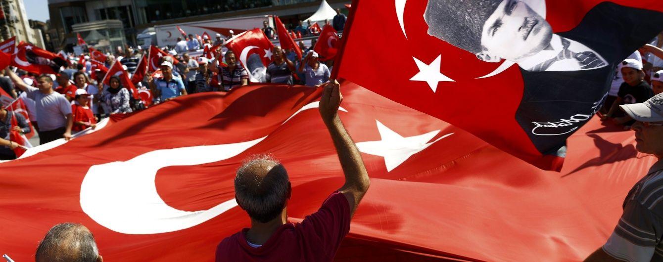 Amnesty заявила про жорстокі катування затриманих заколотників у Туреччині